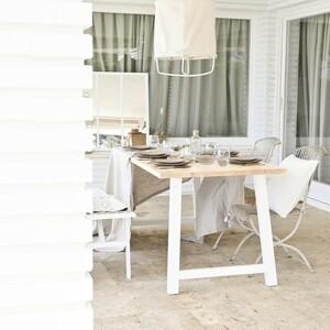 La terraza o balcón de nuestro hogar es donde seguramente solemos pasar la mayor parte del tiempo en casa en verano.☀️🌾 Por eso, es imprescindible que esté decorada a nuestro gusto con nuestros muebles y textil ideales.  Ahora dado que la situación aunque está mejorando sigue un poco complicada, ¡qué mejor momento para darnos ese capricho que siempre hemos soñado!  Nuestra mesa Nina natural y blanca es perfecta para vuestros espacios más naturales y chill-outs. ¿Tenéis terraza? ¿Cómo la vais a decorar?🌊💆♀️  #DecowoodHome #Exterior #Terrazasostenible #Textil #Maderanatural #Ecofriendly #SomosFabricantes